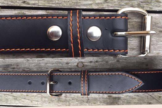 VOLLRINDLEDER - GÜRTEL mit orangefarbener Ziernaht, Breite 40 mm, schwarz